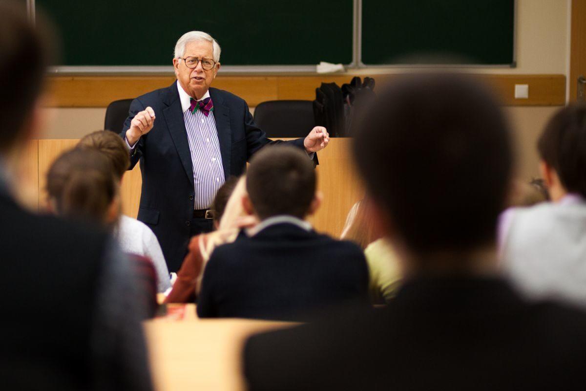 юрист преподаватель